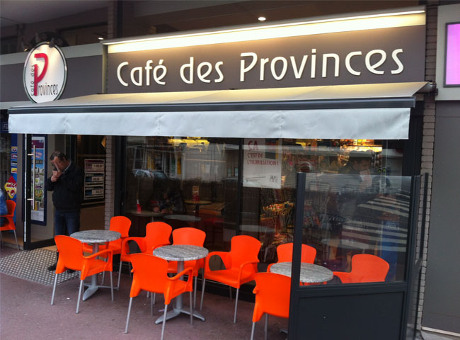 Remplacement façade magasin Café des Provinces Normandie